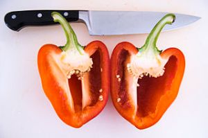 320px-Bell_pepper_cut_apart