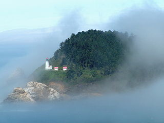 320px-Lighthouse_in_fog